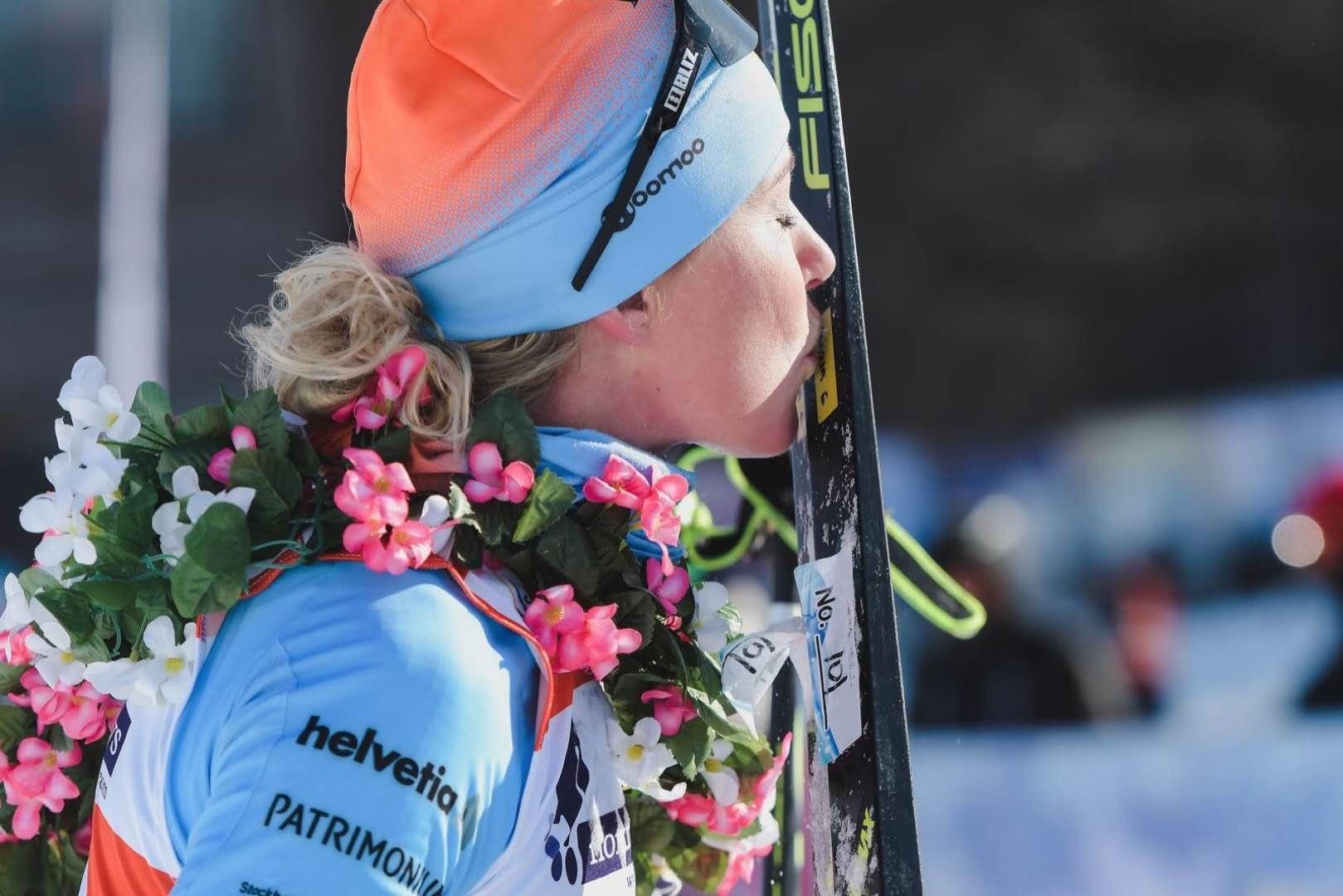 王强和玛丽亚登上最高领奖台,荣获2019中国长春净月潭瓦萨滑雪节50公里组男子及女子冠军!